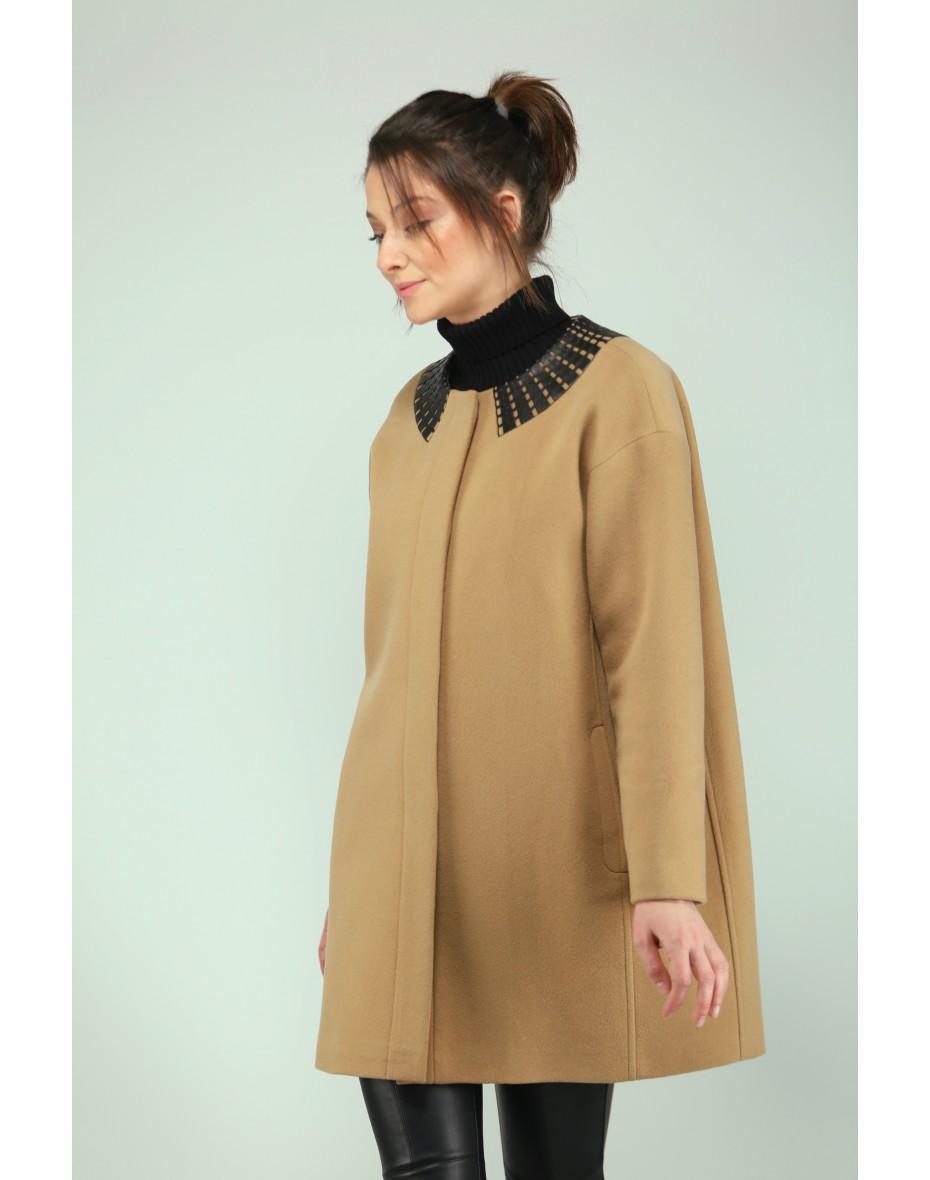 Модерно дамско палто с кожен детайл