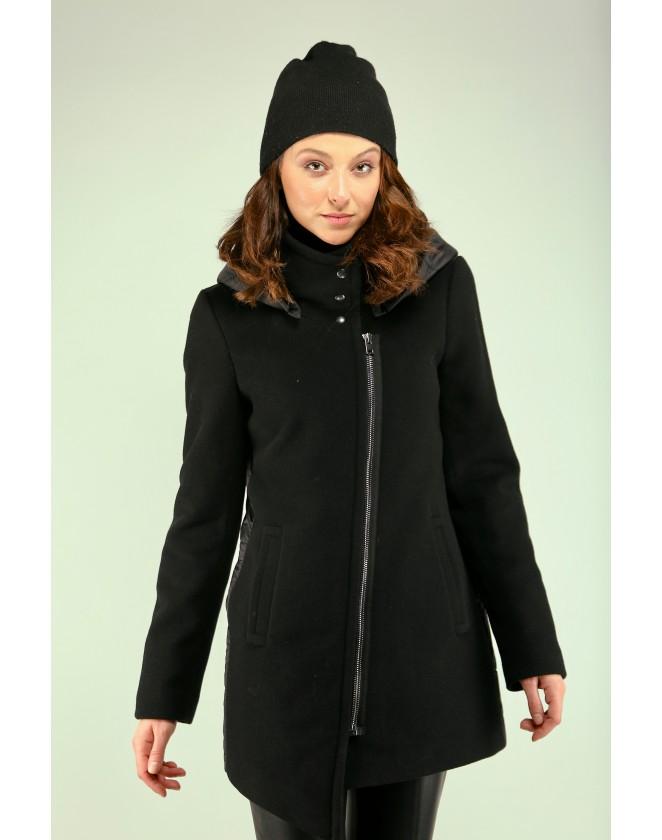 Дамско черно палто с качулка и капитониран гръб
