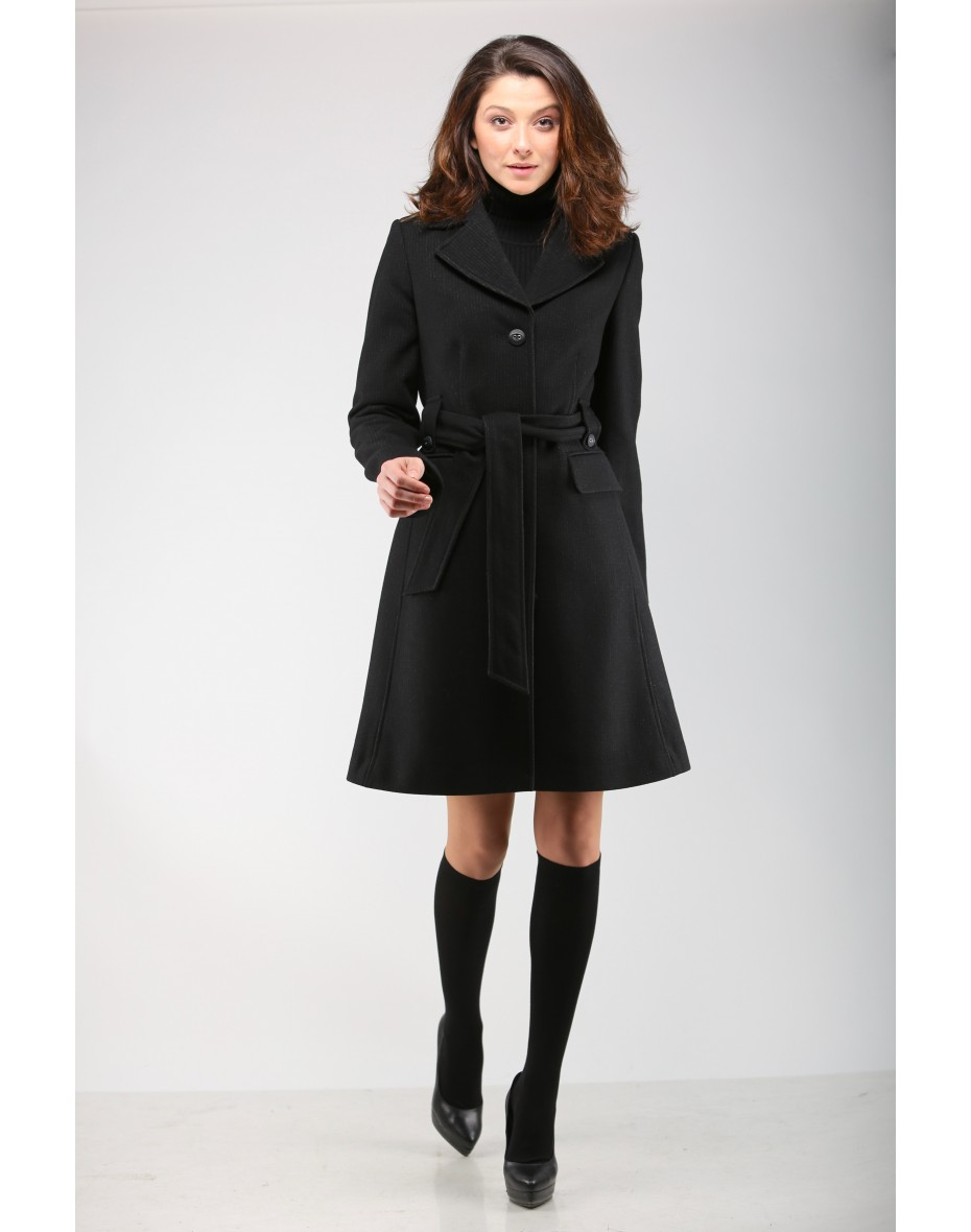 Черно елегантно дамско палто с плисирана долна част