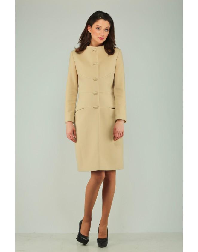 Елегантно дамско палто в шампанско